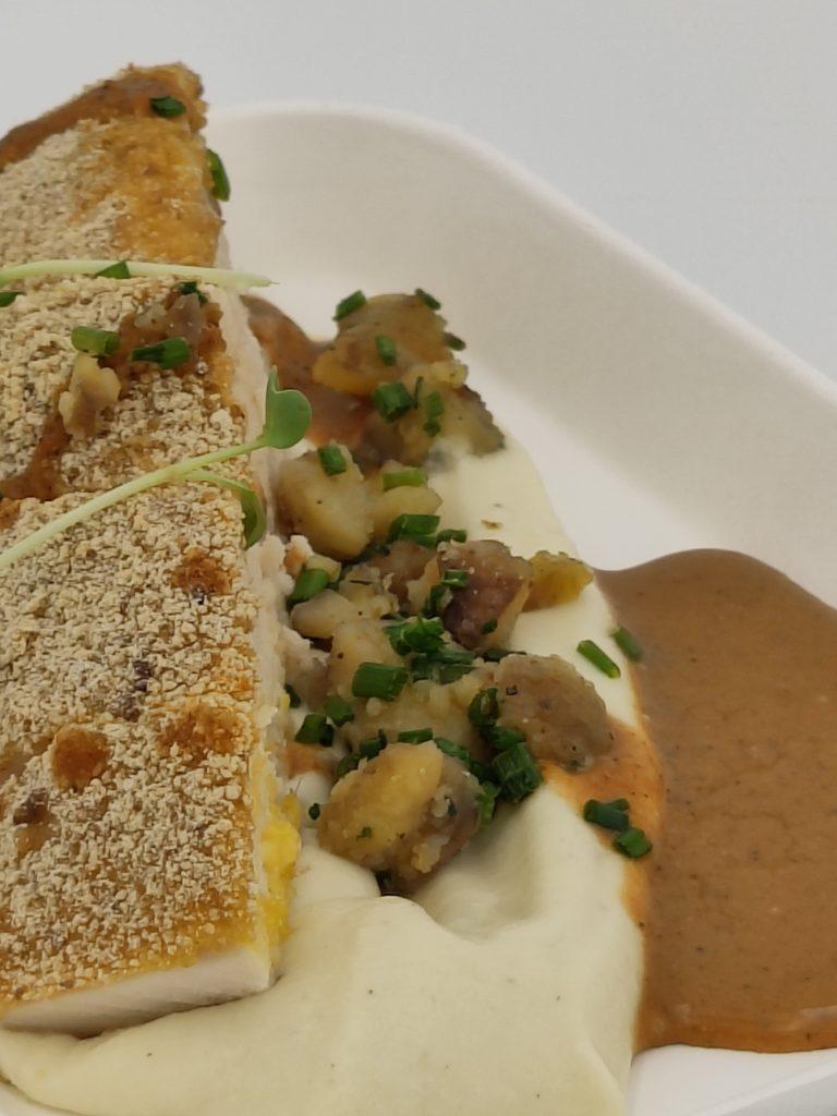 Crémeux de céleri et filet de poulet en croûte de châtaigne